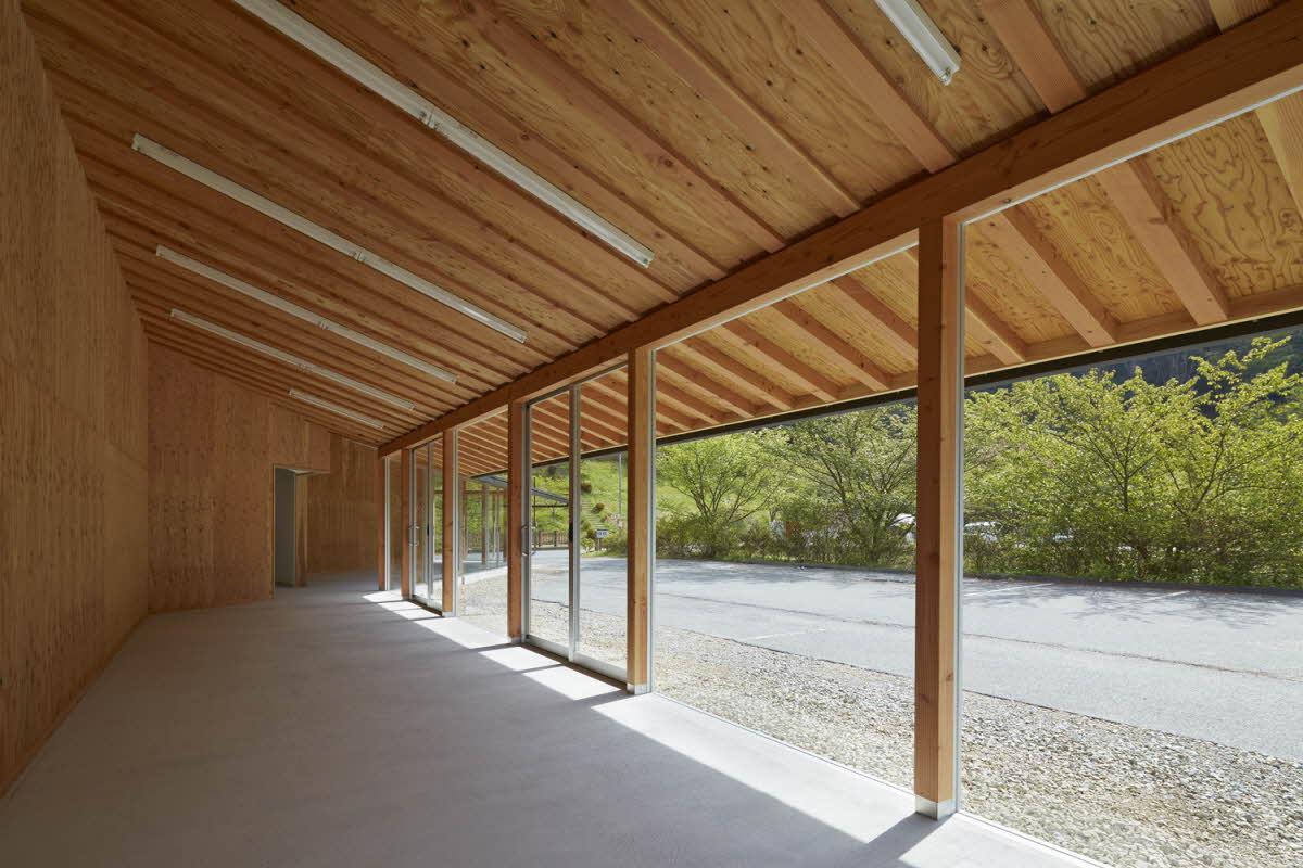 高梁市城見橋公園の休憩施設(2015)